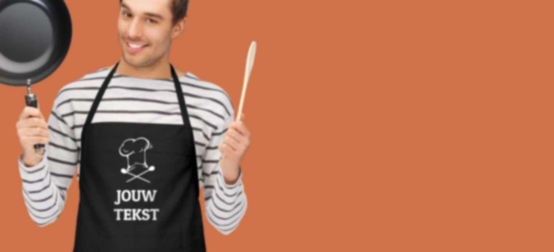 Man draagt een gepersonaliseerde keukenschort
